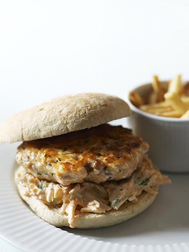 Fiskeburger med gulrotslaw