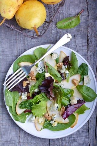 Salat med pærer og blåmuggost