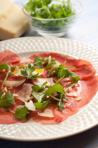 Carpaccio med ruccula og parmesan