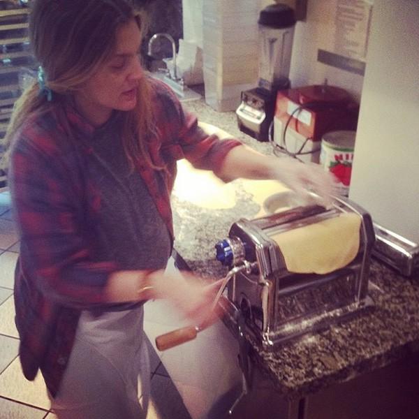 Gravide Drew Barrymore lager pasta som en proff!