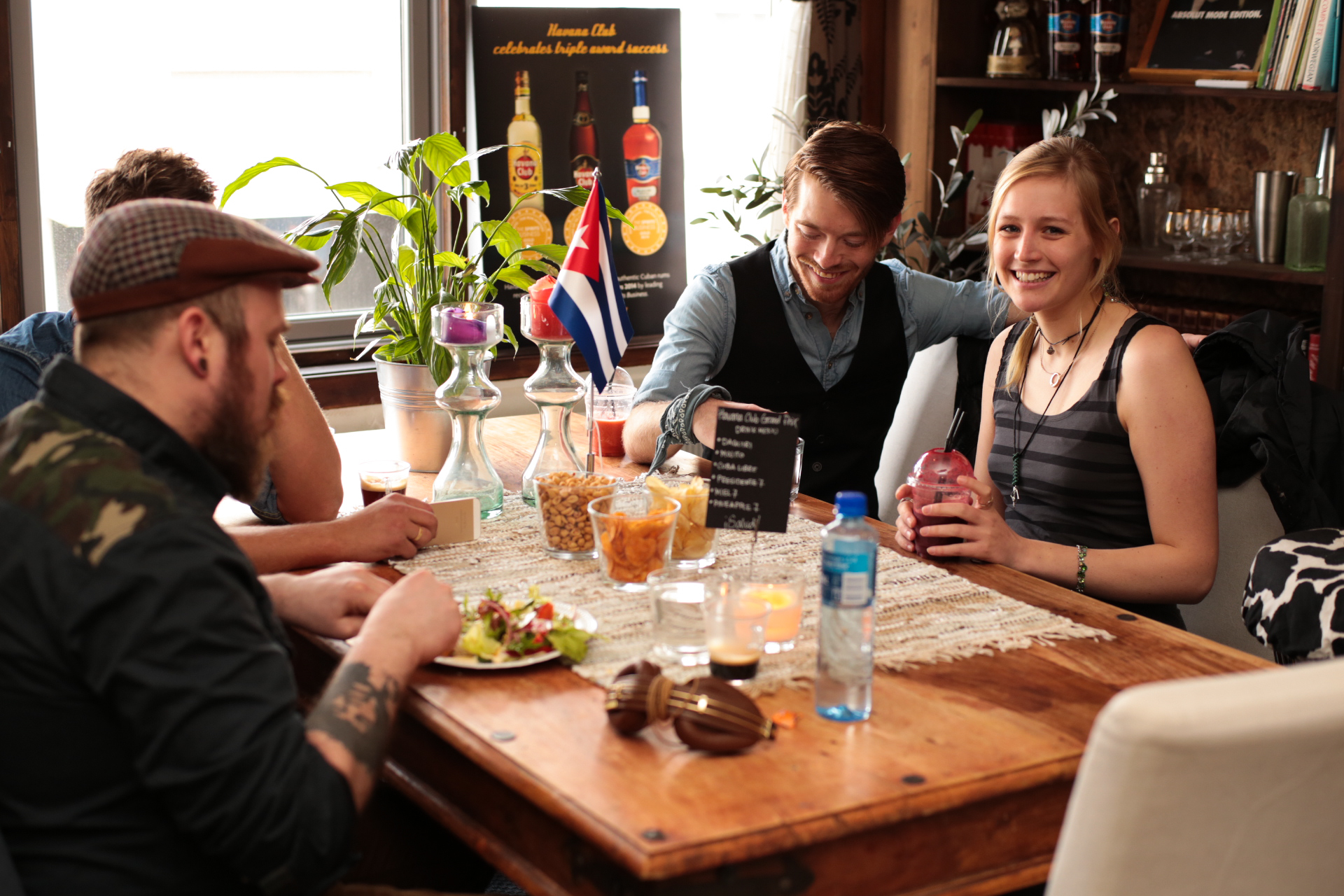 Skal man delta i en seriøs konkurranse, er det viktig å spise skikkelig. Det ble servert ernæringsrik lunsj før konkurransen startet på Liquid Engineers i Oslo.