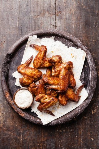 Kyllingvinger med chili og basilikumdip