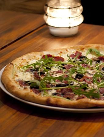 Pizza med fenalår (Pizza Bianca)