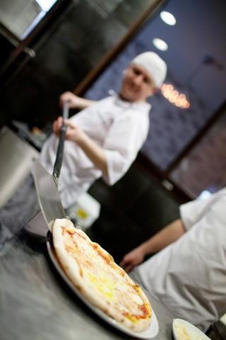 STEG 5 STEKE PIZZA - KLAR TIL SERVERING