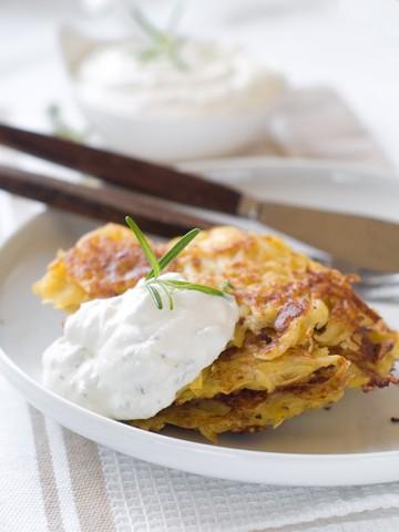 Potetpannekaker med ingefær- og yoghurtsaus