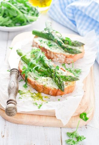 Bruschetta med chevré og grønne asparges