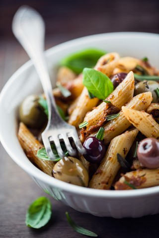 Penne med tomapesto og oliven