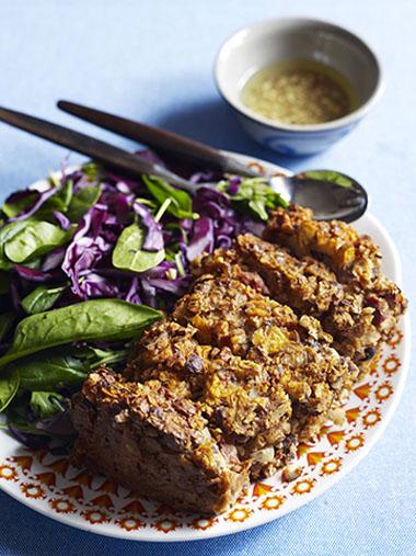 Nøttestek med frisk rødkålsalat