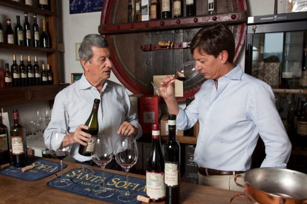 Giancarlo er fortsatt sjef i kjelleren selv etter 48 år, men har overlatt stadig mer til sønnen Luciano.