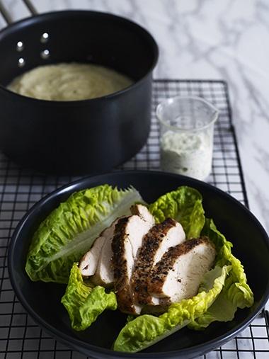 Kyllingbryst med ramsløksalt og estragondressing