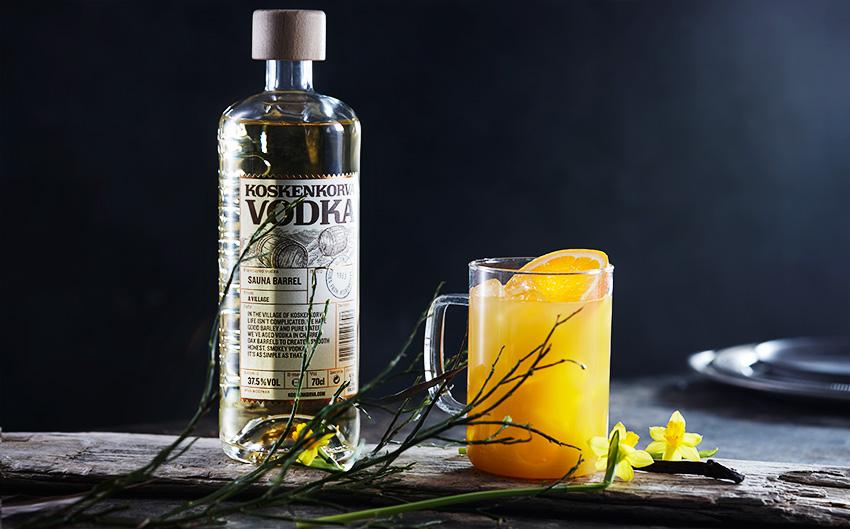 Finsk Screwdriver frisk smak av appelsin vodka og bourbon Koskenkorva Sauna Barrel