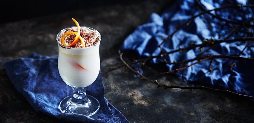 Varm hvit sjokolade med appelsin