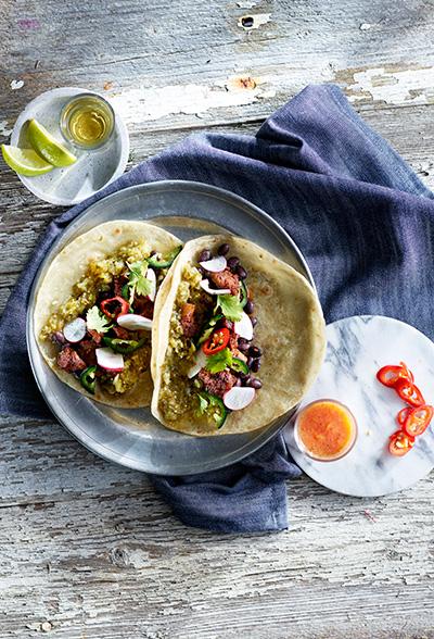 Taco med svinenakke og salsa verde
