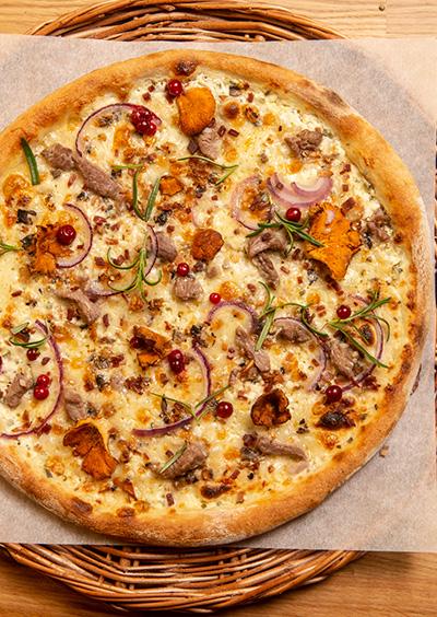 Dolly pizza med lammekjøtt fenalår tyttebær sopp rosmarin