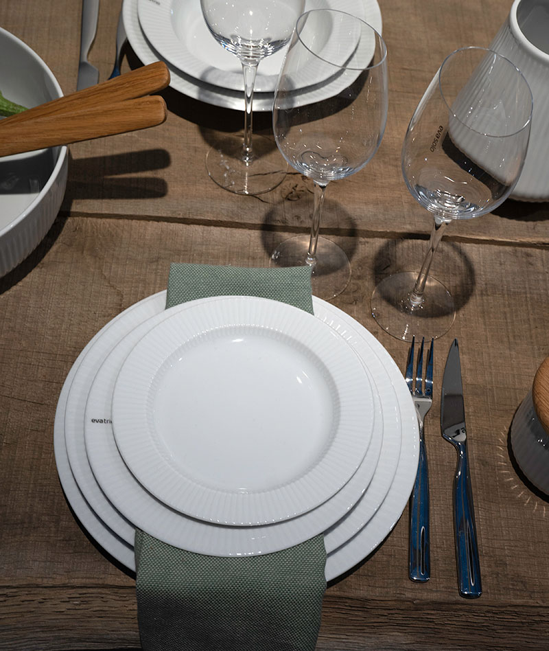 Serviset Eva Trio Legio Nova har flere nye tilskudd, blant annet tapas fat og saltkrukke.