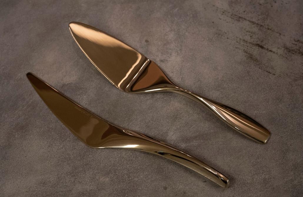 Hardanger Bestikk kakespade i gull designet av Eirin Kristiansen.