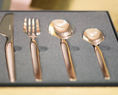Hardanger Bestikk sin bestselger er designet av influenser Eirin Kristiansen. Nytt er nå er nå en matchende kakespade.