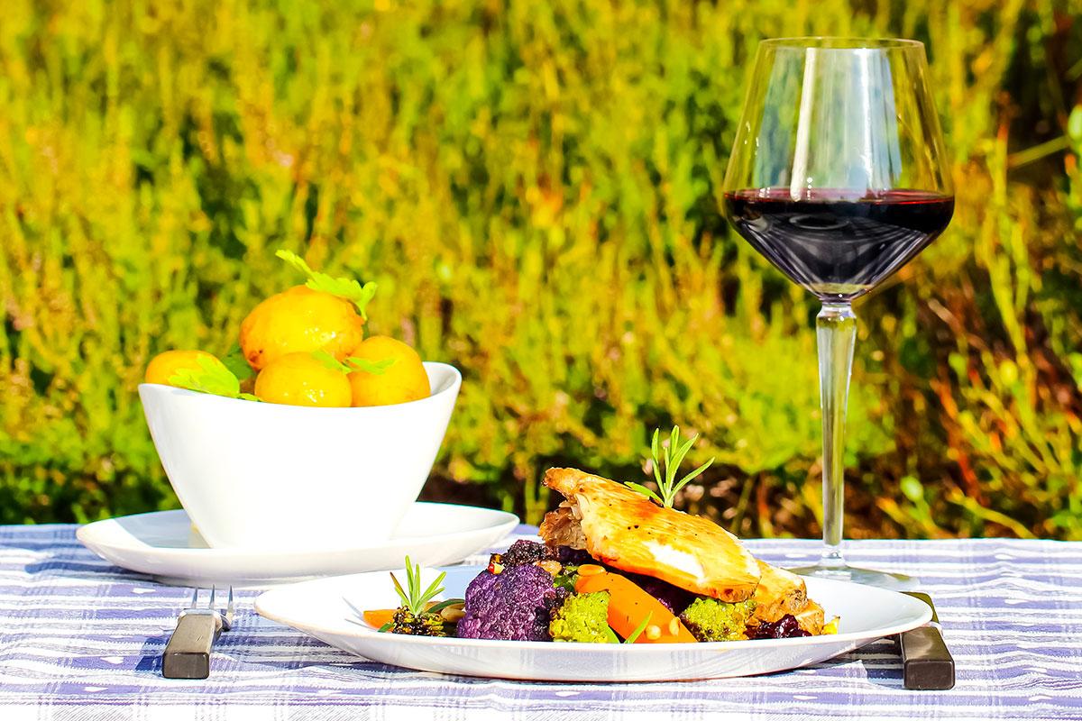 Sennepsglasert kalkunbryst med lun salat på rotfrukter Jack Daniels tranebærsirup og kyllingjuice
